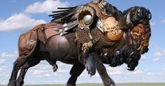 금속으로 만들어진 살아있는 조각품 Powerful Sculpture Created by Scrap Metal
