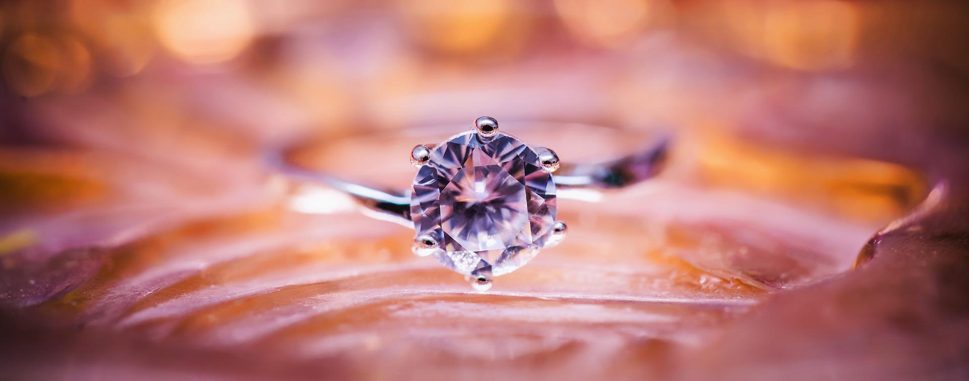 diamond-1839031_1920.jpg