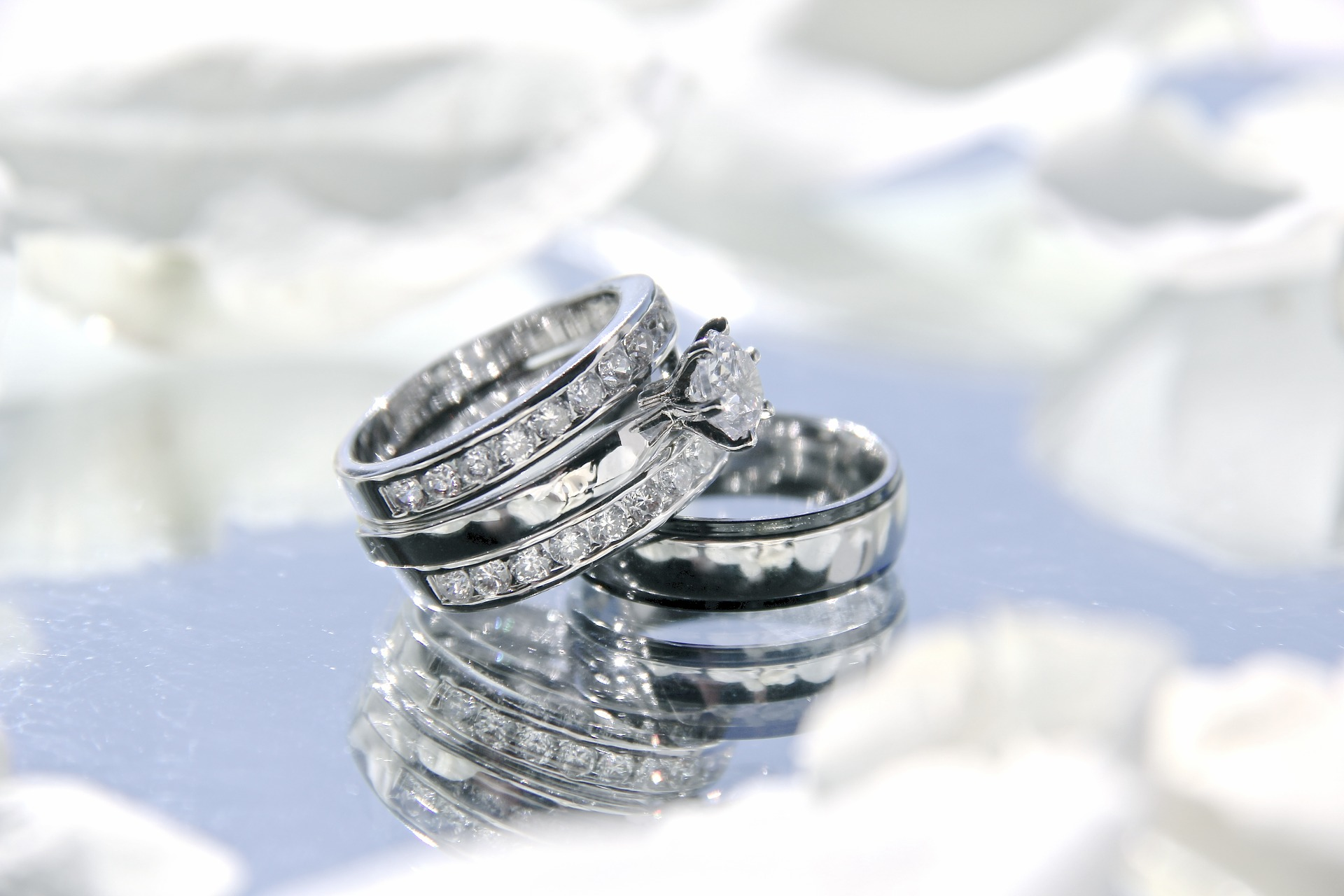 wedding-rings-2364418_1920.jpg